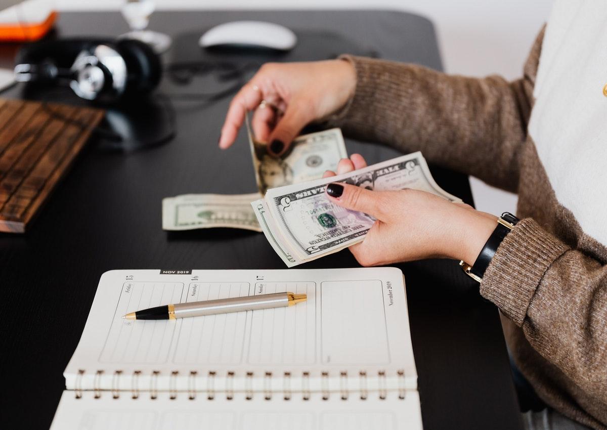 【英語とビジネス】給料明細や勤怠で使われる英語を学ぶ